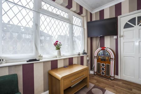 Entire Garden Flat Close To Town - Maidstone - Apartemen