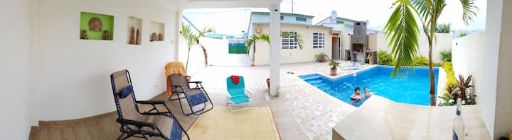 Playas Villamil. alquilo casa entera.