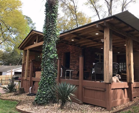 2Br/2bth w/Grill & Deck/1.9 Miles from ANGC