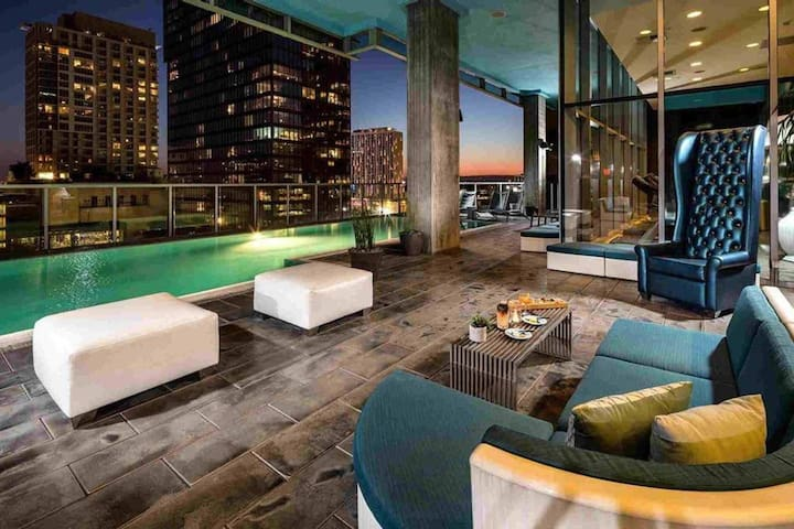 Lux Suite Heart of DTLA