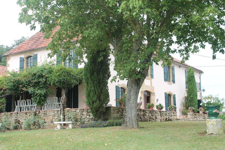 Grande Maison Familale au coeur du Gers - Gennevilliers - 獨棟