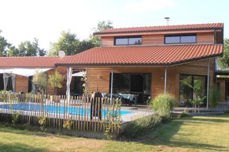 Villa spacieuse avec piscine à 5 mn à pied du lac - Biscarrosse