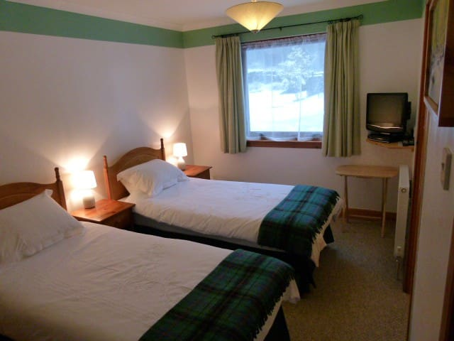 Twin Room in Fort Augustus home on Great Glen Way