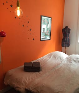 """Girly"" room, comfortable sofabed - friendly host. - Copenhague"