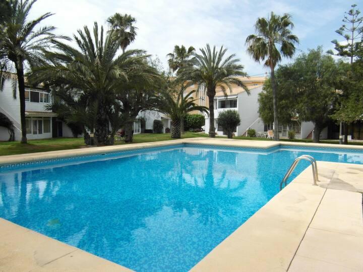 Bungalow accès direct à la piscine.Wifi gratuit