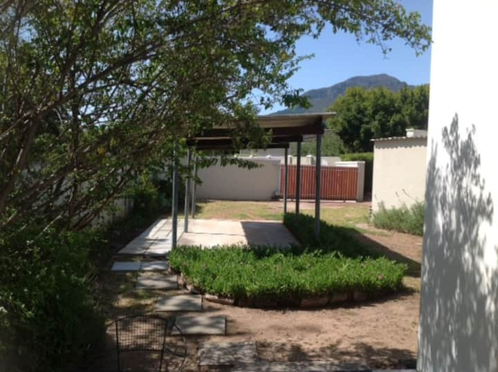 Somerset West Garden Cottage   (Self Catering)