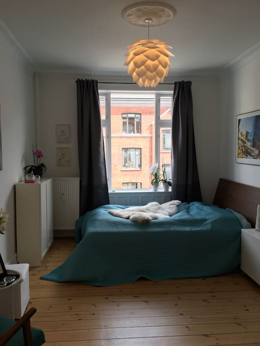 Lovely bedroom with lots of space