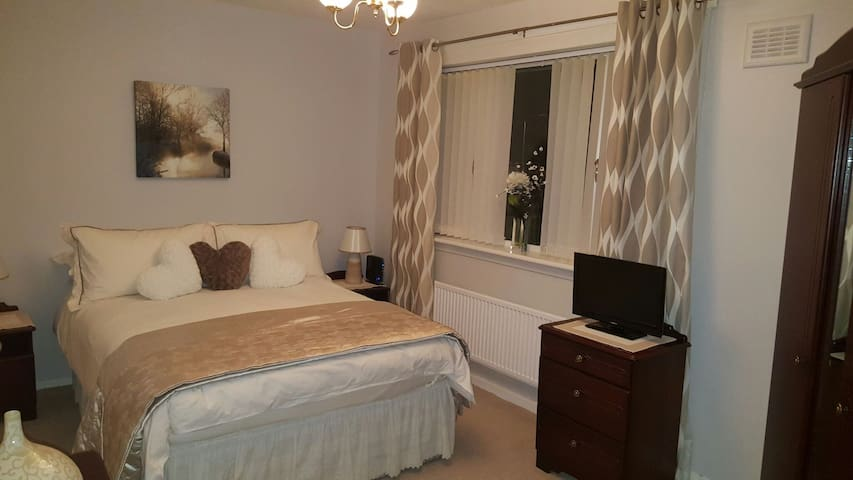 Cosy wee home from home- sleeps 1-4 - Paisley - Casa