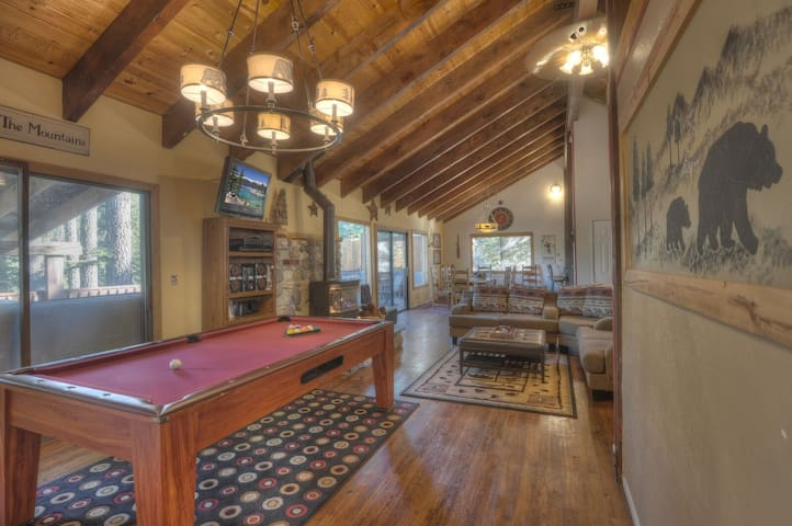 New Listing! 5King beds, 6TV's,Hot tub, Pool table