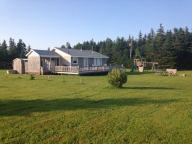 NEW! Charming Cottage at Sandy's Beach (Red Point)