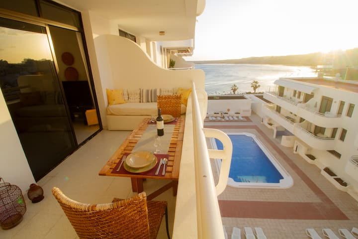 Central Sea View Apt with nice terrace and pool