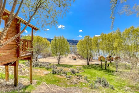 Lake views & private grill w/ shared dock, marina, firepit, & restrooms on-site