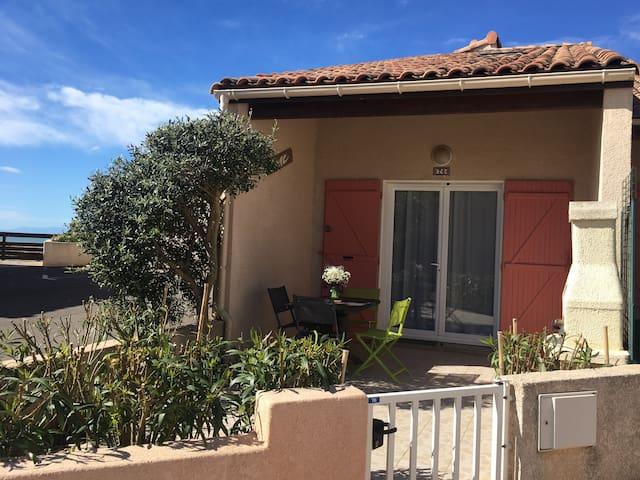 Villa T3 St Pierre La Mer - Résidence avec piscine