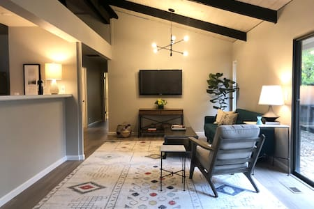 2 Bedroom Flat in Downtown St. Helena