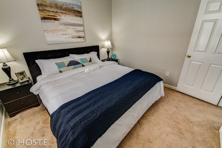 1BR Downtown Townhome   King Bed, 5 Min to Shops