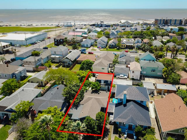 A true 2 blocks from the Seawall and beach access.