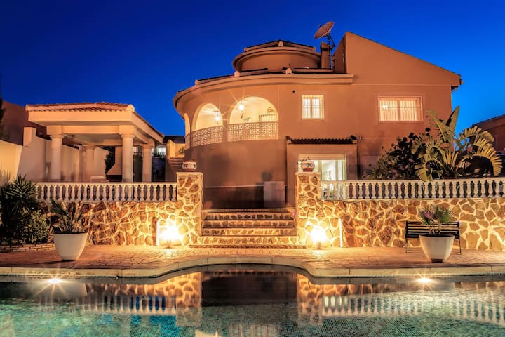 Lovely villa with private pool and garden