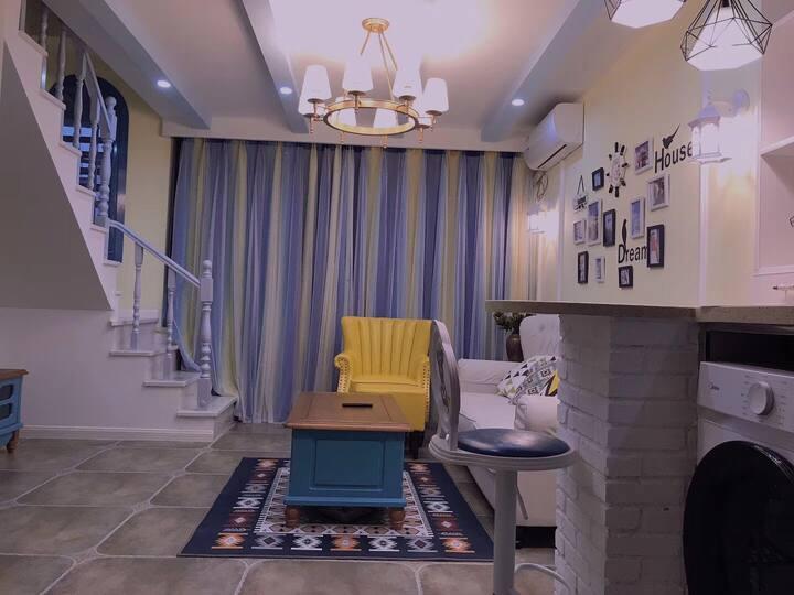 loft公寓/临科技学院川美浪漫地中海风情两居家庭式酒店