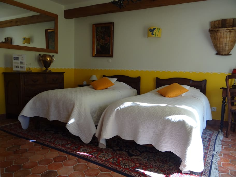 Chambre en rez de chaussée avec terrasse