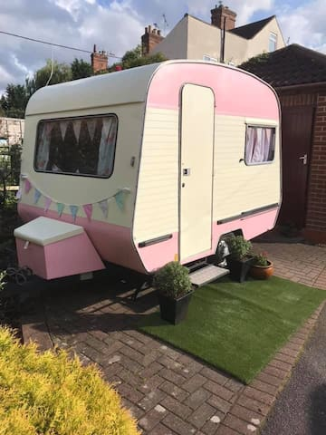 The Tiny Pink Caravan in the Vale of Belvoir!