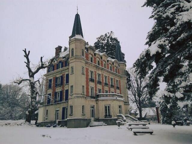 Chambre de luxe avec s-d-b privée dans un château