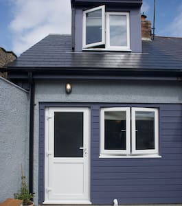 Stylish self contained bijou annex with sea views