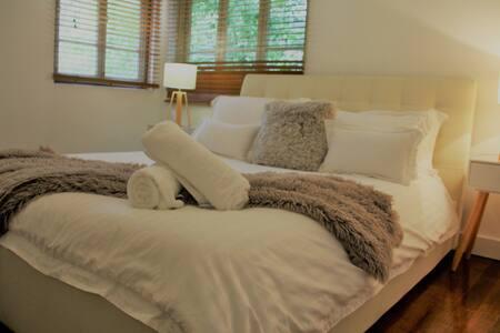 Refurbished Home Great for Families & groups of 6 - 莫宁赛德(Morningside) - 独立屋