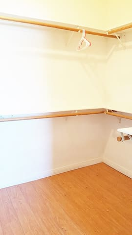A Very Basic Private Room. Value& Convenient - Los Angeles - Appartement