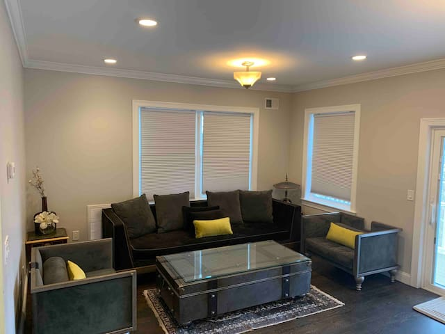 Entire House 3 bdrm 2.5bth, 15 miles from NYC