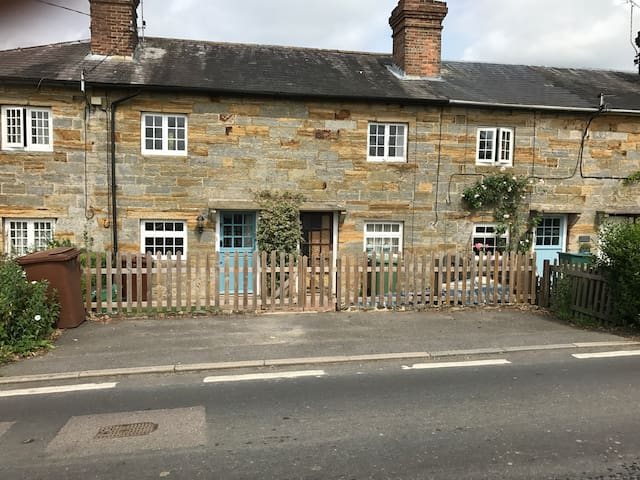 2 Double bedroom Cottage in Rural Kent,lots of POI