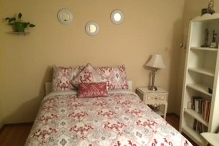 Cozy room with lovely location next to W.C. - Concord - House