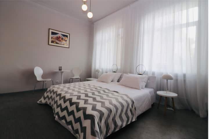 Крещатик. 1-комнатные апартаменты  2гостя 2кровати