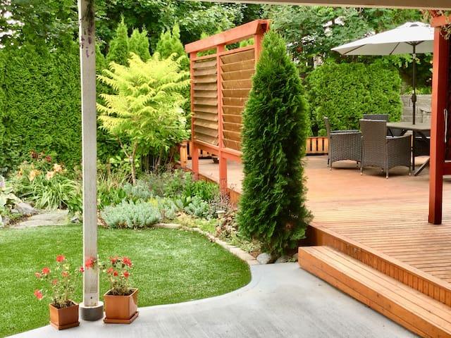 Skaha Hideaway: Private Suite+Patio, kitchenette