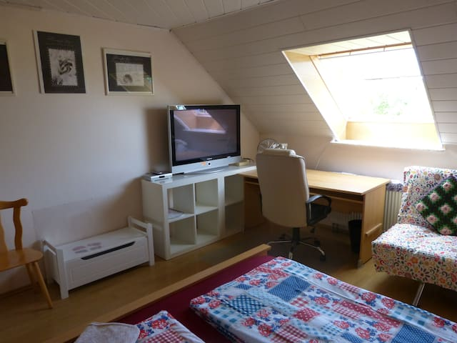 Doppelbett-Zimmer im Dachgeschoß