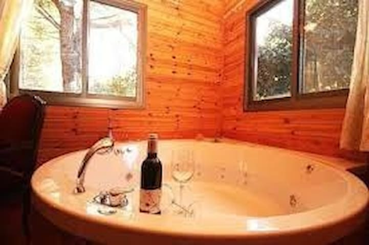 Best zimmer in amirim! Wood cabins and Jacuzzi