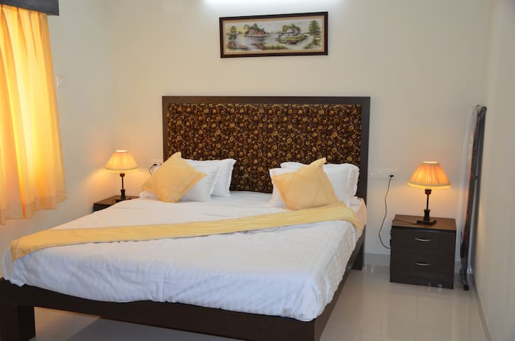 Entire luxury space for 4 near beach - Candolim - Appartement