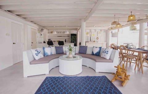 Artist Design Wooden pool Villa BeachWalk City