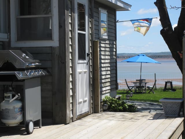Oceanfront Beach House in Kingsport NS