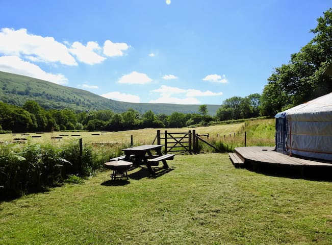 Starlight Yurt - with wood fired Hot Tub