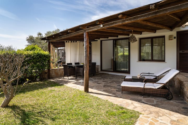 VILLA FRONT BEACH, WITH POOL, PARKING AND WI-FI