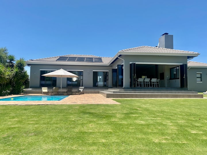 Vaal dam home in secure estate. Entertainers dream