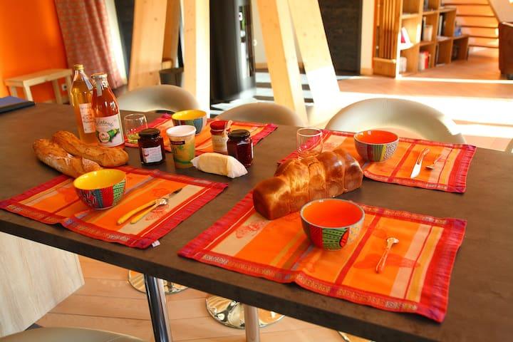 Petit-déjeuner à base de produits locaux inclus