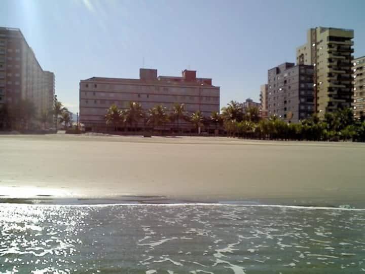 Apartamento com 1 Dormitório e Vista Para o Mar.