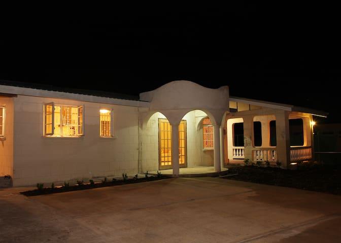 Paradise Villa - Bridgetown - Maison