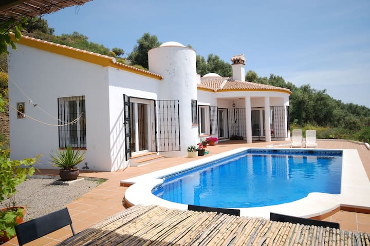 Comfortable Villa in Arenas with Private Pool