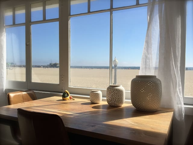 OCEAN VIEWS - SANTA MONICA BEACH FRONT PROPERTY!