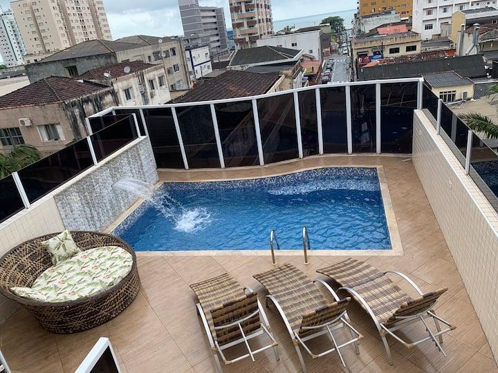 Cobertura com piscina em Mongaguá 100m da praia.