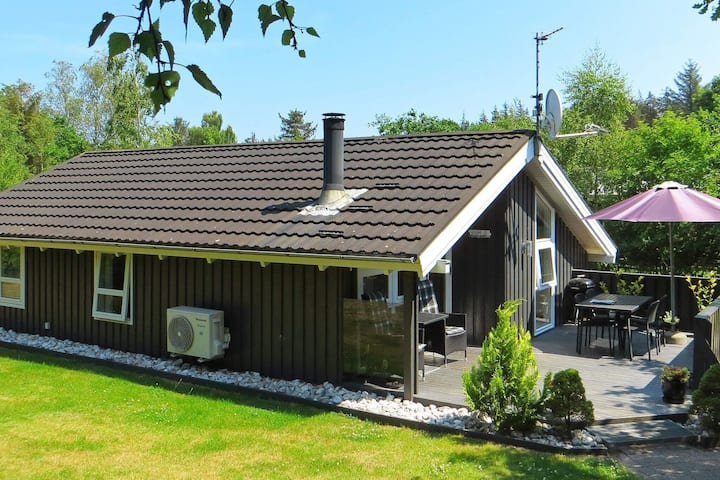 Spacious Holiday Home in Hals with Private Whirlpool