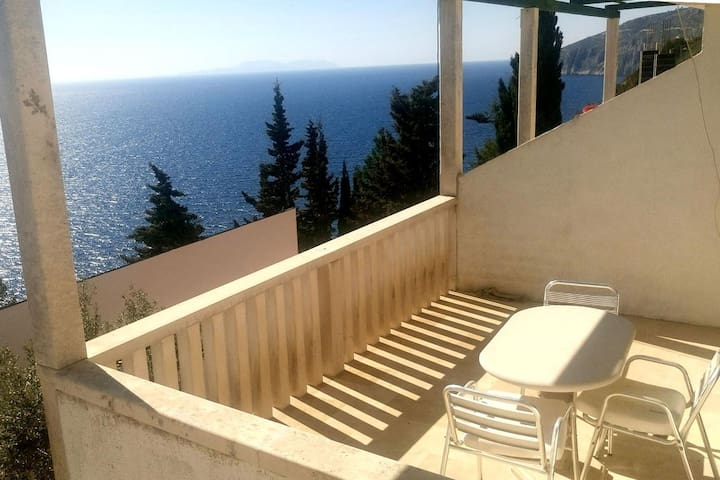 One bedroom apartment with terrace and sea view Sveta Nedilja, Hvar (A-111-b)