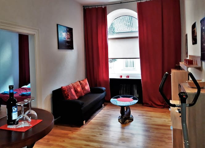Beautiful, bright 2 bedroom old town apartment